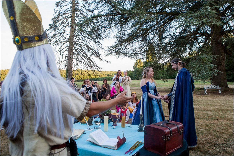 Un mariage héroïque-fantaisie vers Tour